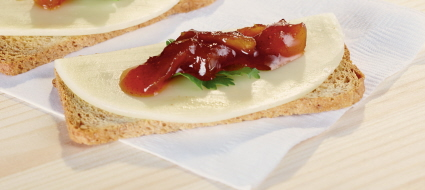 provolone-and-mango-chutney-on-a-cracker
