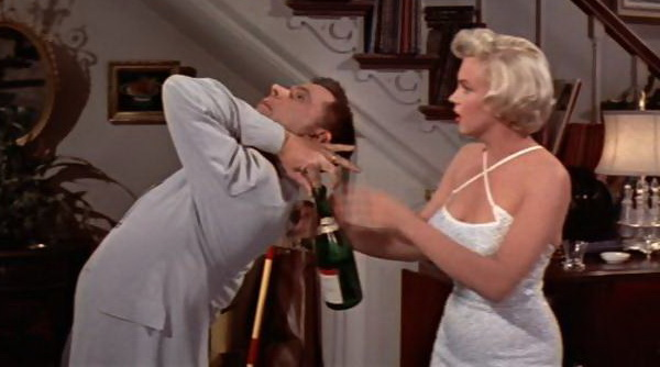 marilyn-munroe-opening champagne