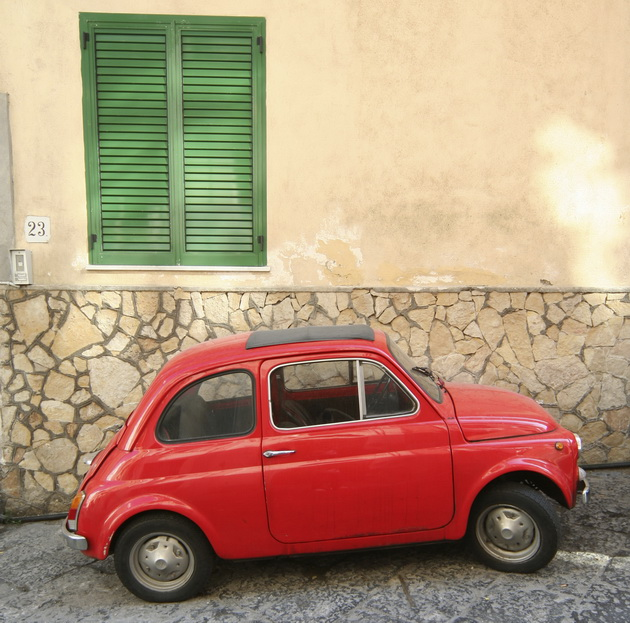 Fiat red 630