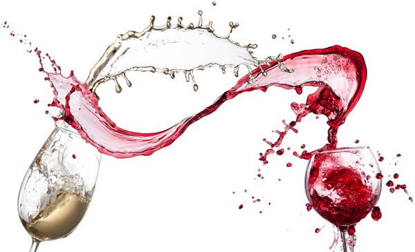 White and red wine splashing